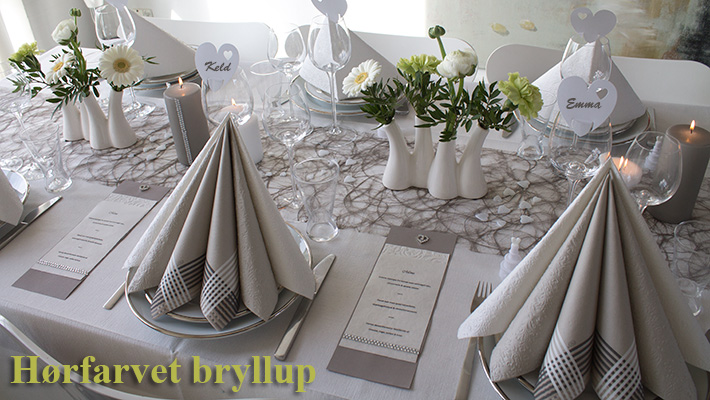hørfarvet bryllups borddækning
